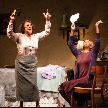 S. EPATHA MERKERSON and SHARON WASHINGTON in While I Yet Live. (c) 2014 James Leynse Primary Stages production of While I Yet Live by Billy Porter, directed by Sheryl Kaller at Primary Stages at The Duke on 42nd Street.