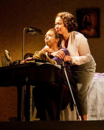SHARON WASHINGTON and S. EPATHA MERKERSON in While I Yet Live. (c) 2014 James Leynse Primary Stages production of While I Yet Live by Billy Porter, directed by Sheryl Kaller at Primary Stages at The Duke on 42nd Street.